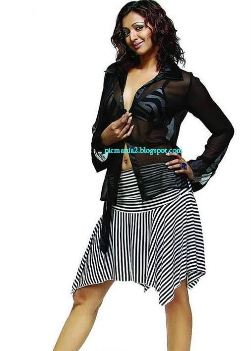 south indian actor Gayathri jayaram showing cleavage in bikini hot image gallery