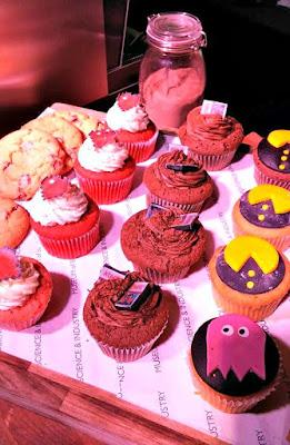 pacman, minecraft, atari, cakes, playit