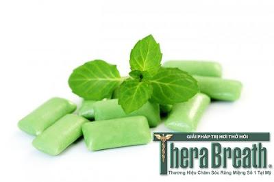 Kẹo cao su chứa đườn là nguyên nhân gây hôi miệng