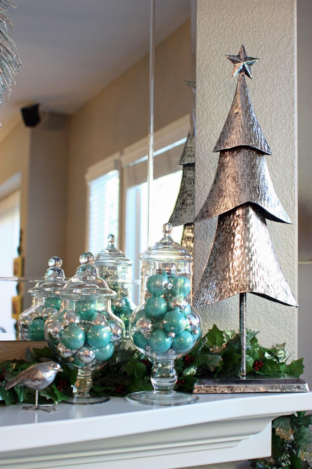 2011 Christmas Mantel - The Sunny Side Up Blog