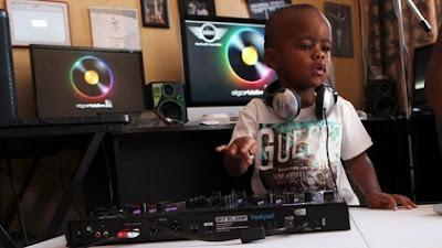 DJ.AJ disk jockey cilik