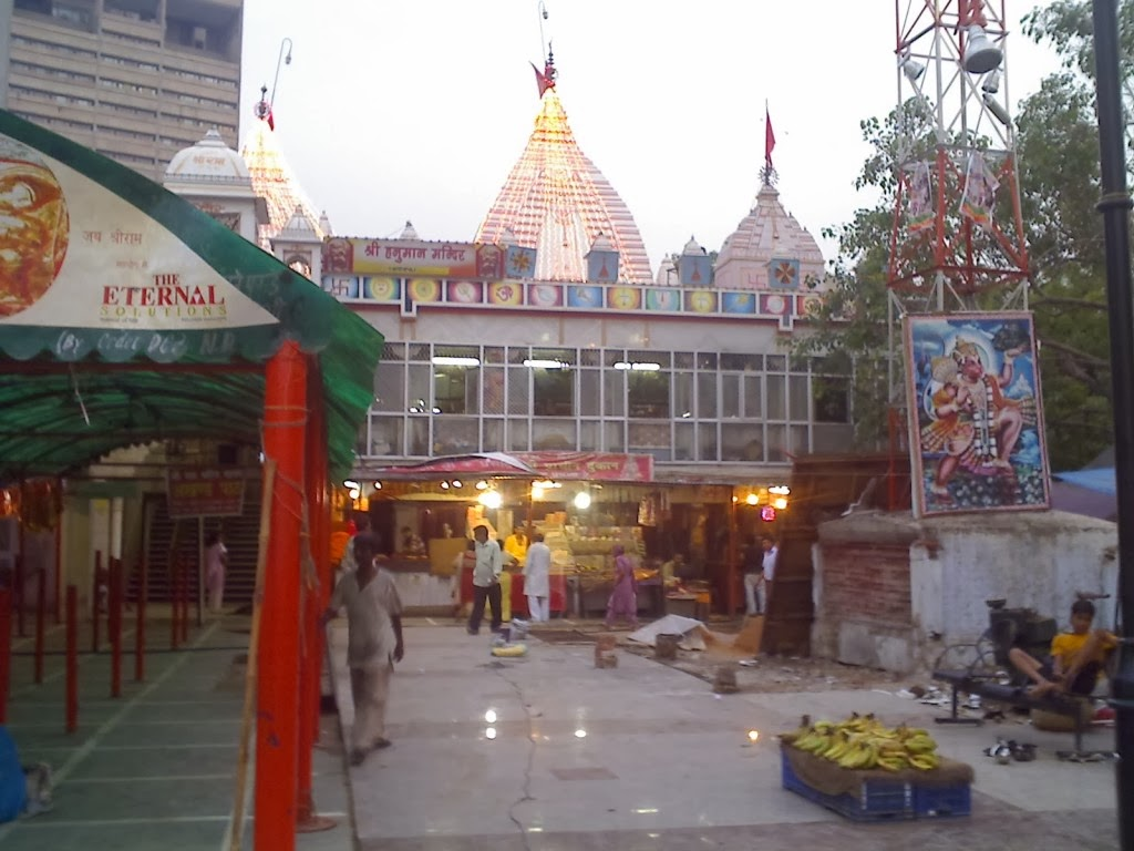 Shri Prachin Hanuman Mandir compound photo