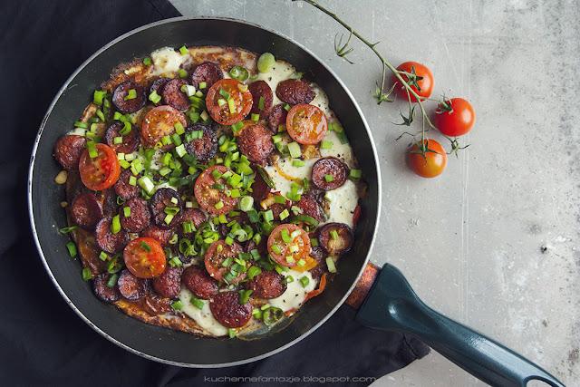 frittata, przepisy, chorizo, pomidorki koktajlowe, ser, jajka,
