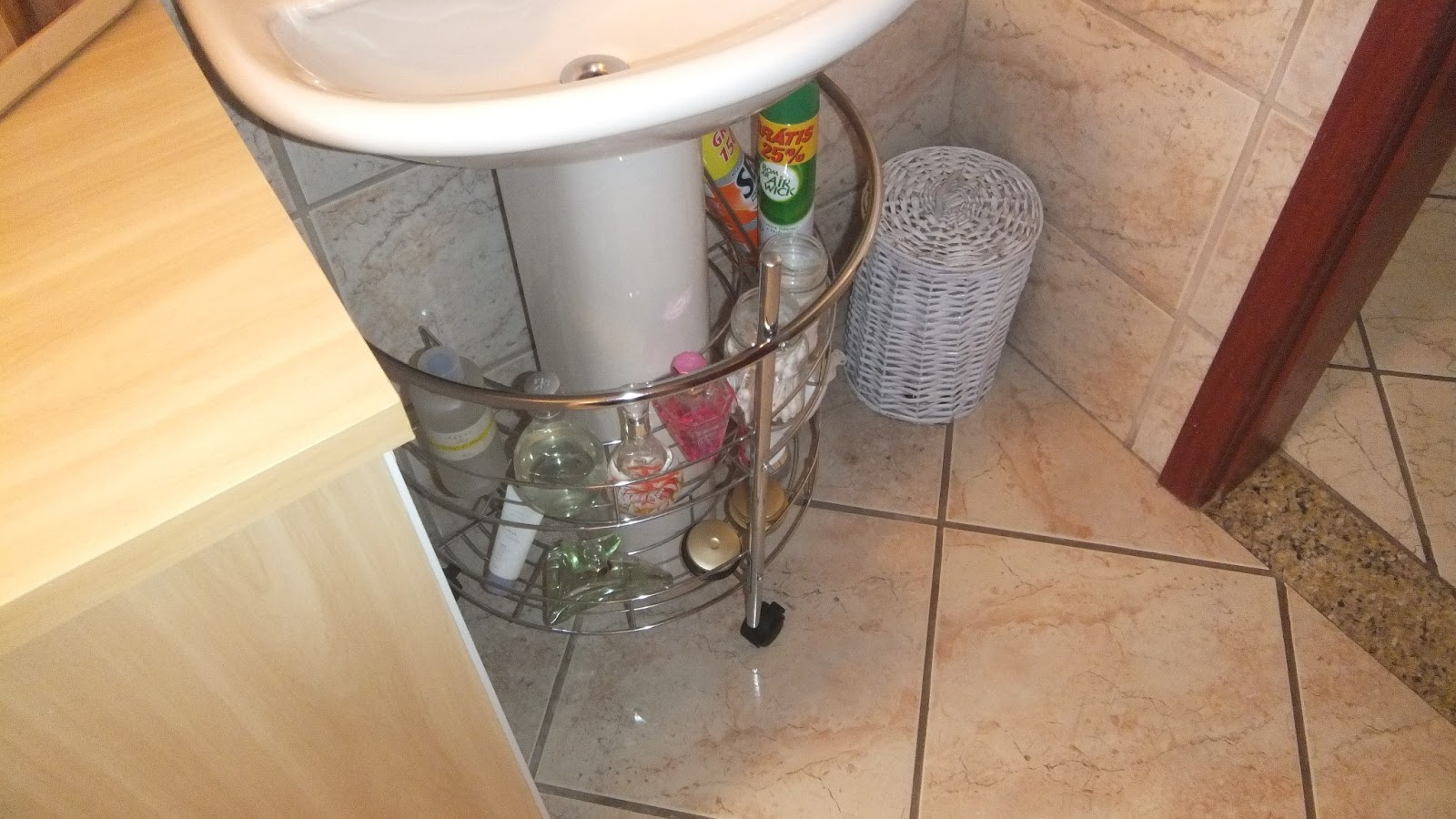 minha aliás amo também mimar o banheiro hehehehehehehehe #A37128 1600x900 Armario Banheiro Encaixe Coluna Pia