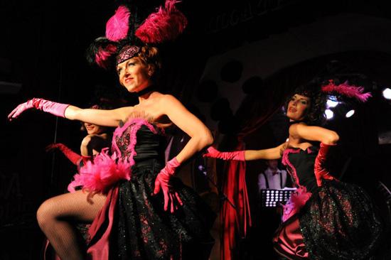 Espectáculo de burlesque en el Micca Club de Roma