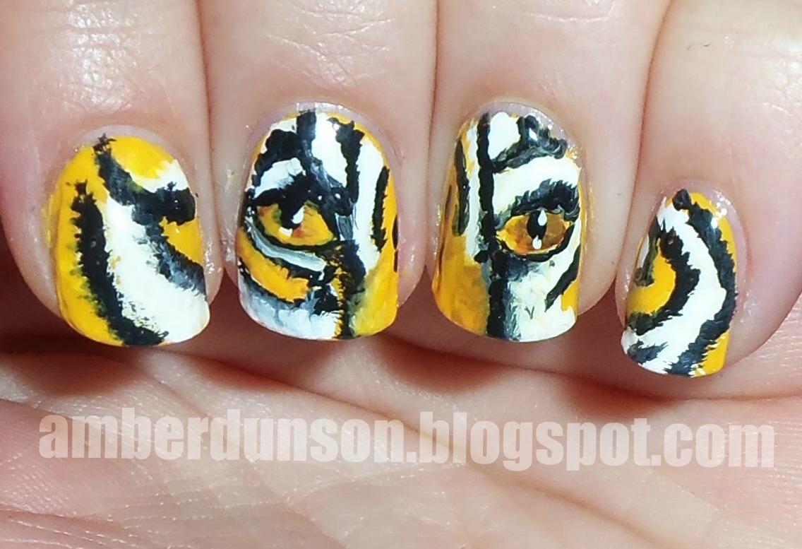Amber did it!: Go Tigers! LSU Nail art!