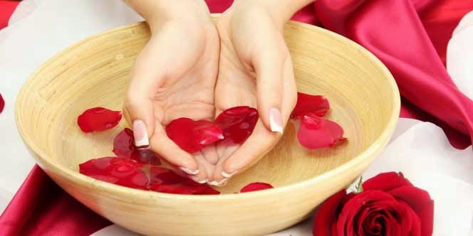 Rose Water Benefits For Your Beauty