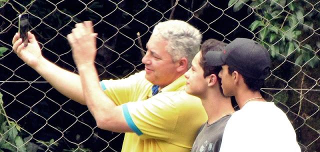 Secretário de Esportes marcou presença e até faz selfie