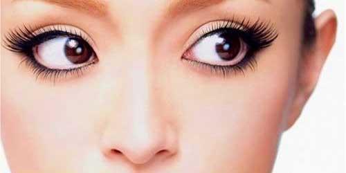 como maquillar las pestañas en ojos pequeños