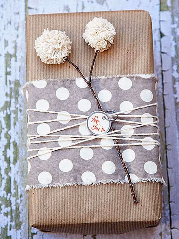 http://www.sophisticatedyellow.com/holiday-gift-wrapping-ideas/