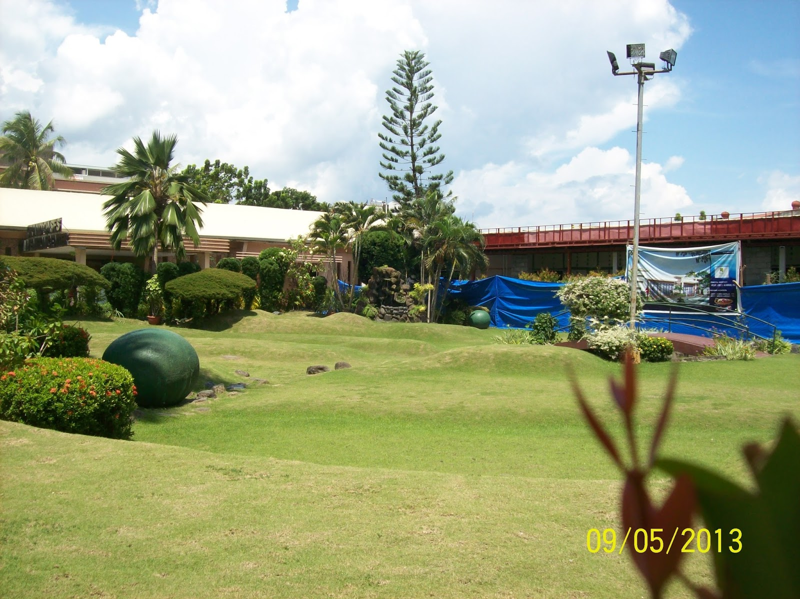 The ritz hotel at garden oases all about davao city for Garden city mini golf