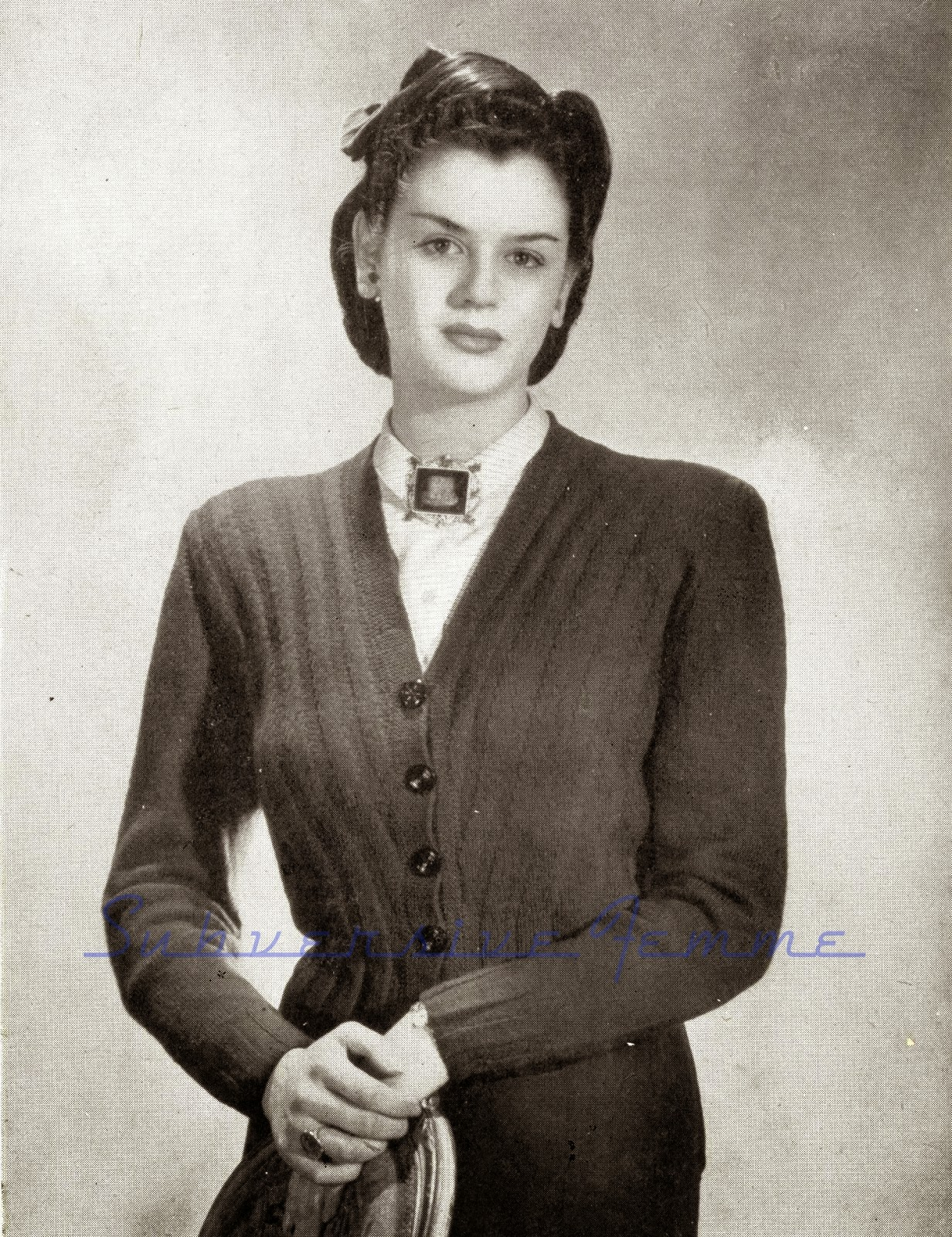 1940 Knitting Patterns Free : The Vintage Pattern Files: 1940s Knitting - Diagonal Cropped Cardigan