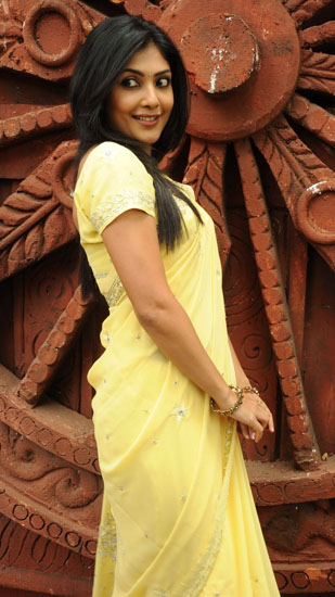 ramachari movie heroine kamalini mukherjee photos5