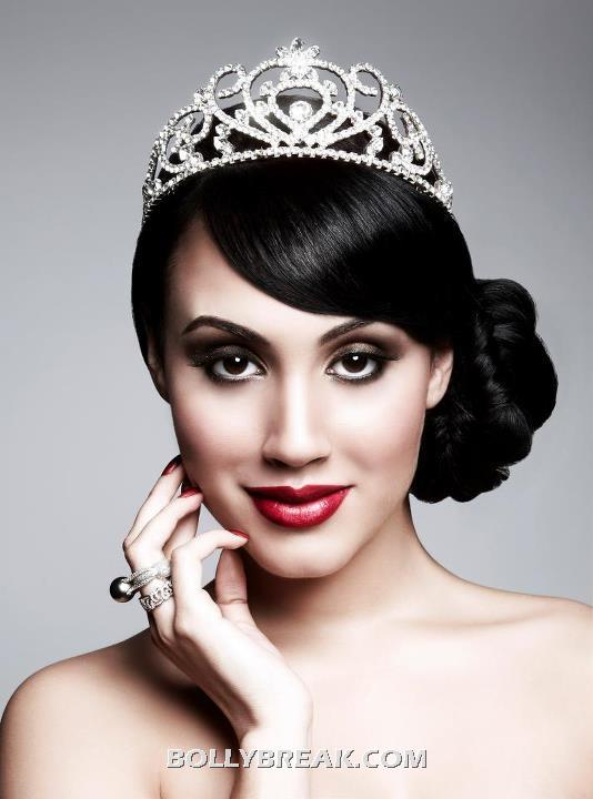 Deana uppal wearing her miss india uk crown - Deana uppal Miss India UK Crown Pics in Big Brother