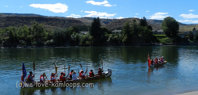 The canoes leave to go downstream to Riverside Park