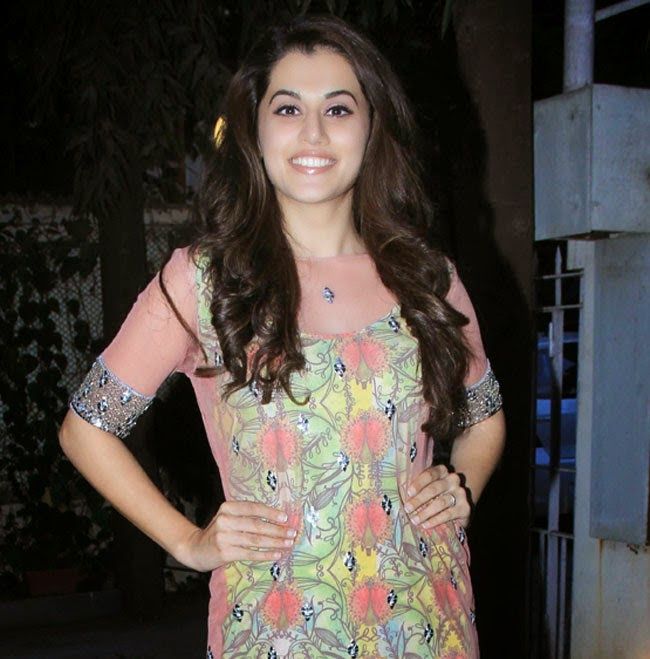 Taapsee Pannu Stills at Tanvi and Kanika Kedia's SS Collections 2015 at Fuel Event