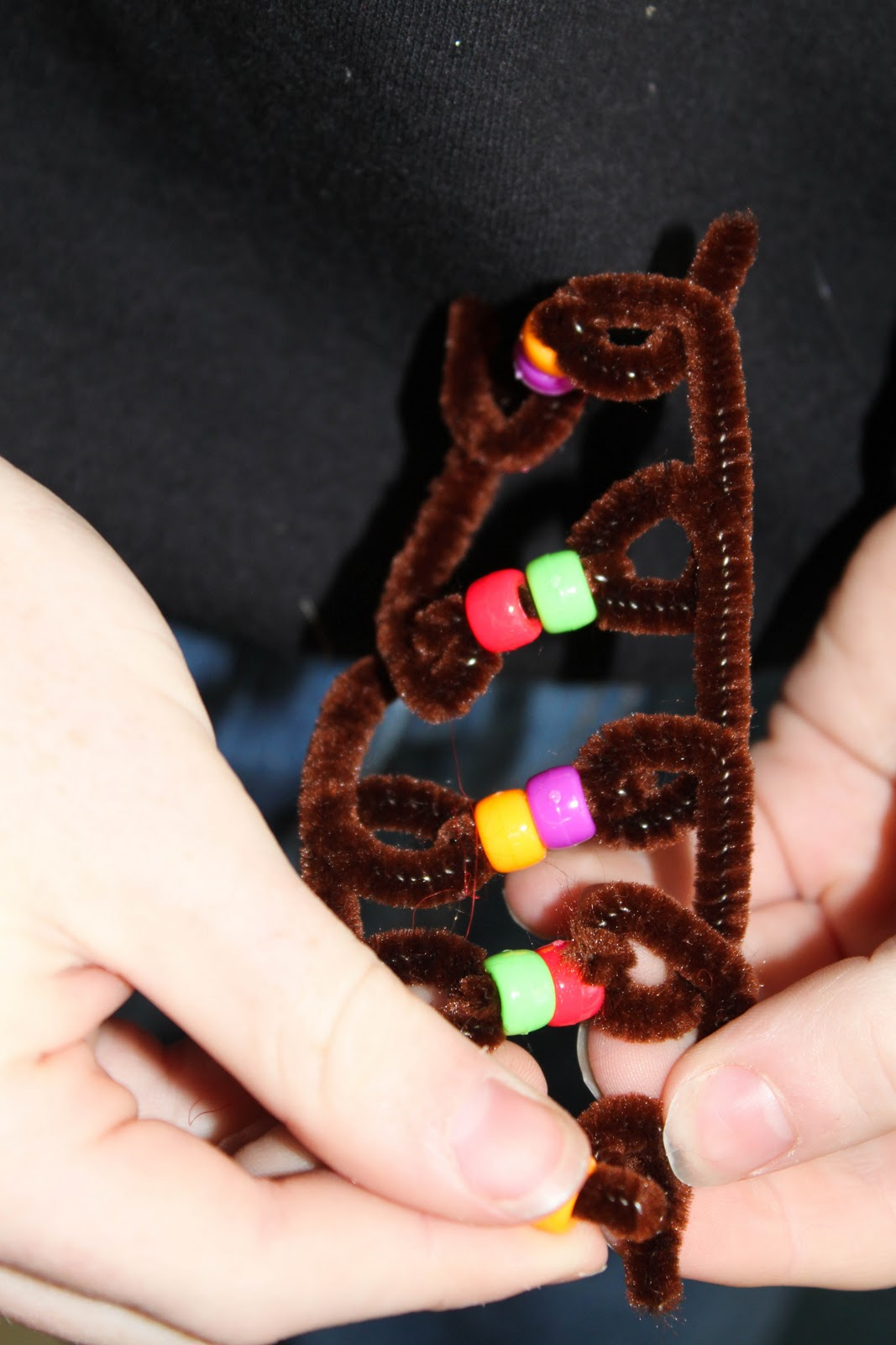 how to make a dna model using pipe cleaners