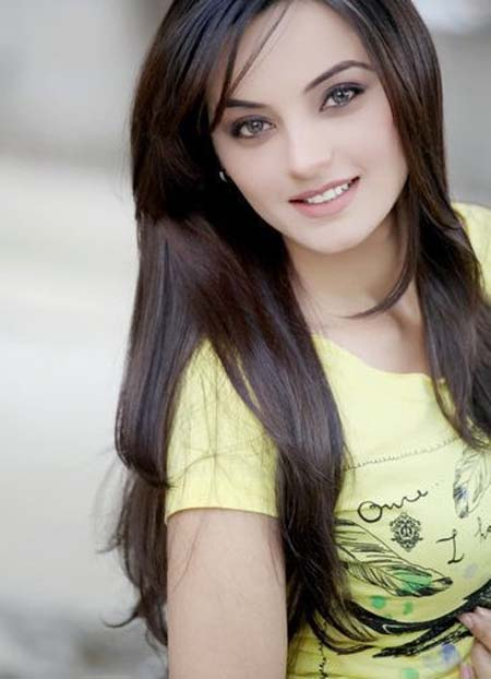 Pakistani Fashion Model Sadia Khan Full Profile & Pictures ~ The ...