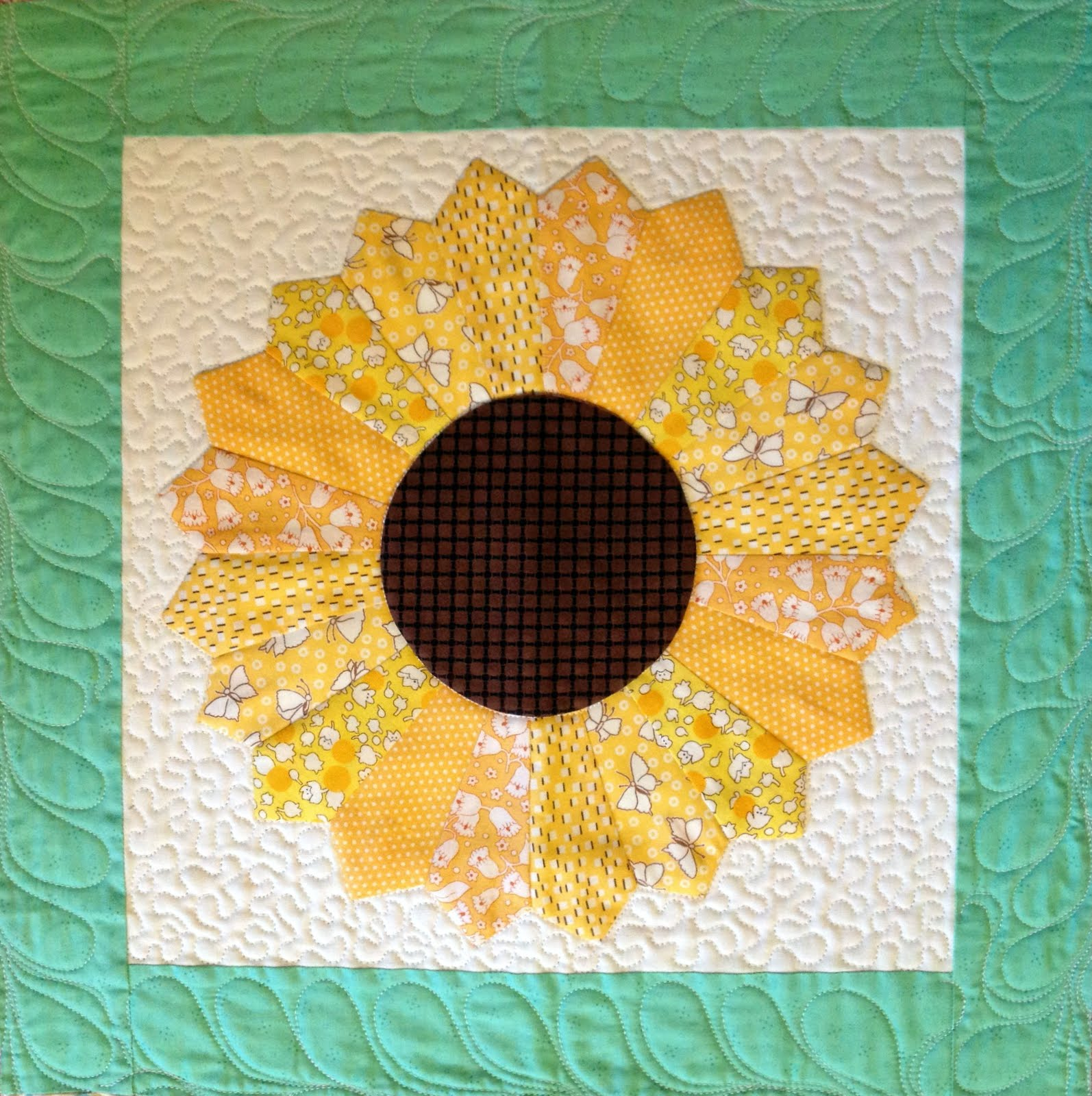 Starwood Quilter Dresden Plate Quilt Block Quilting With The Pickles