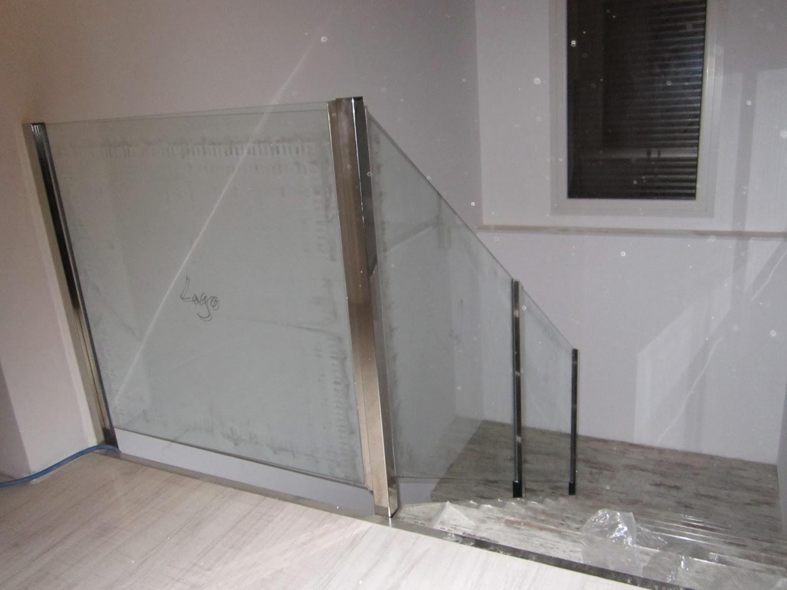 barandilla de escalera de cristal y acero inox