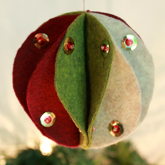 Felt Bauble Ornament Tutorial | The Inspired Wren