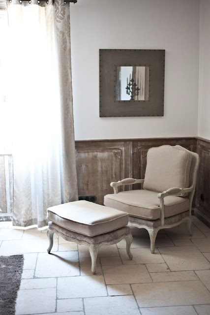 Blanc D'Ivoire Hotel Partner:  La Bastide de Brurangre (salon) in Provence ,Vaucluse, near Avignon as seen on linenandlavender.net
