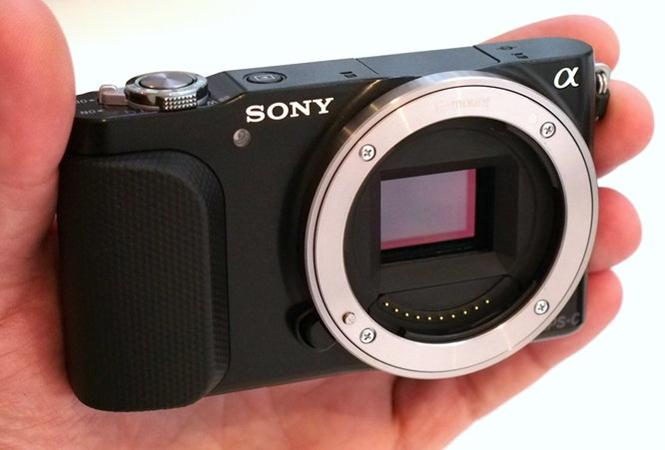 Myydään minijärkkäri Sony Nex-3