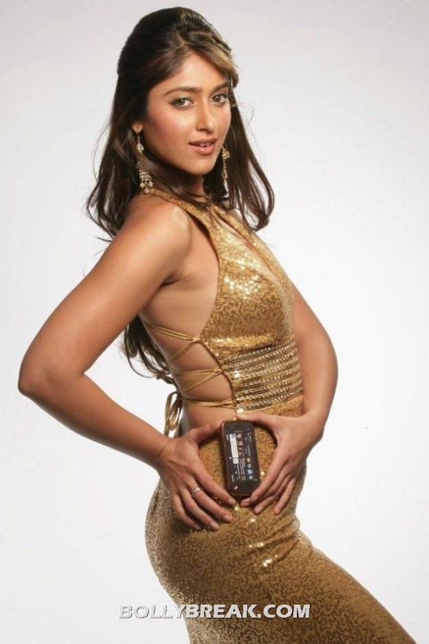 Ileana sexy figure golden dress - (15) - Barfee Heroine Ileana Latest Hot Photoshoot Stills