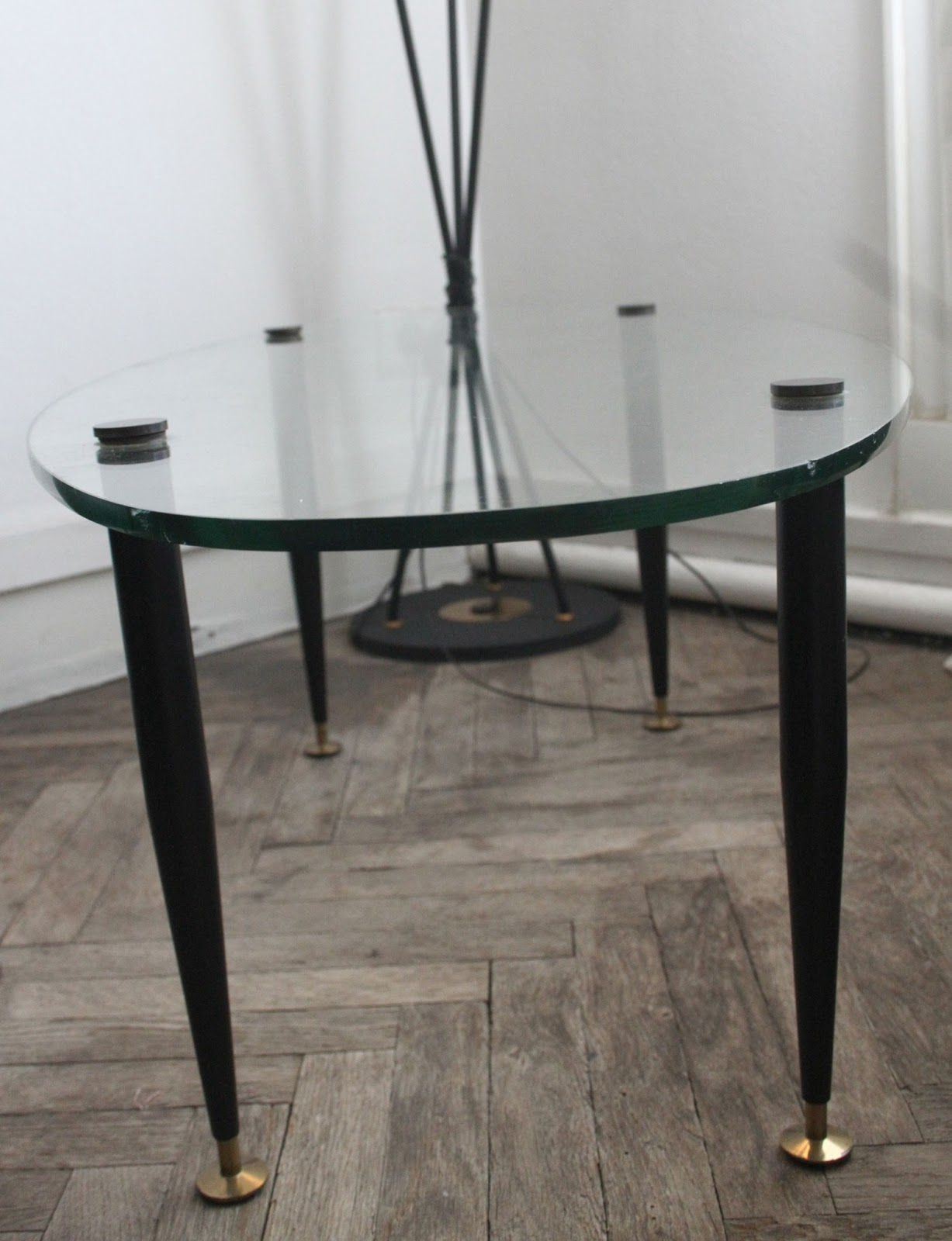 Chicbaazar objets vintage 50 60 70 petite table basse verre 1950 pieds fusel s - Petite table basse en verre ...
