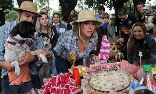 Com direito a bolo e solidariedade
