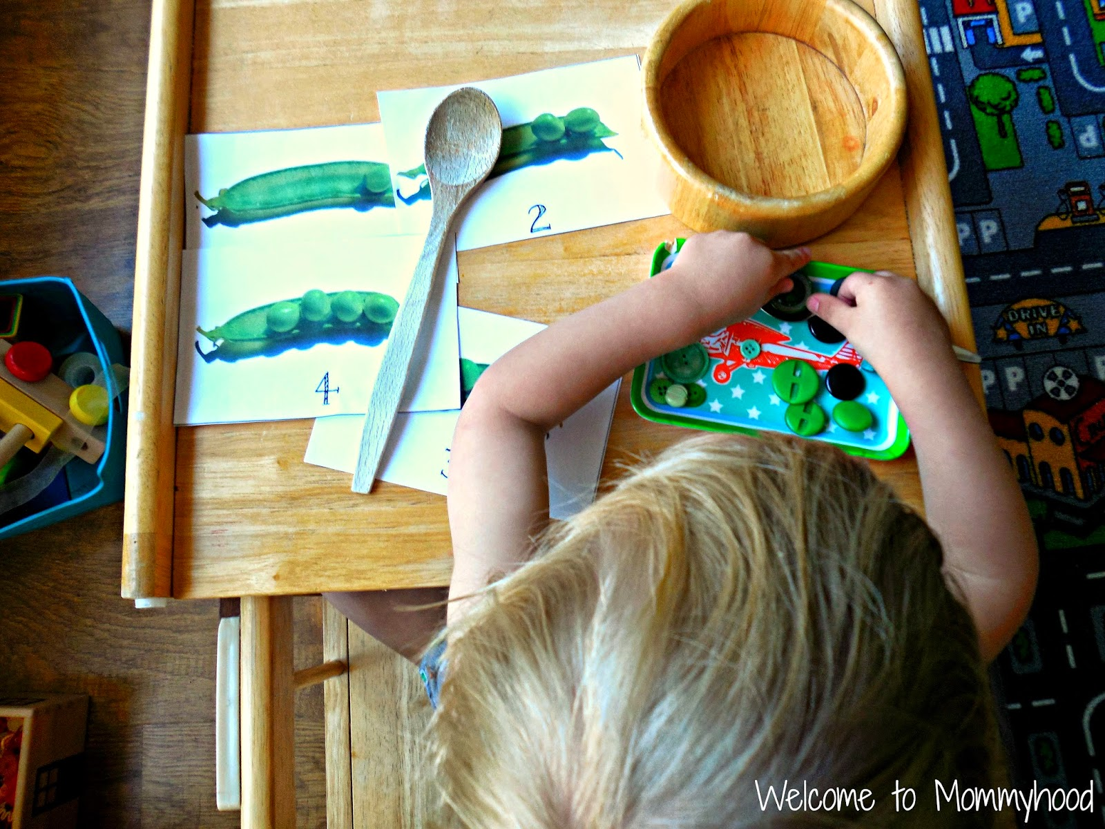 Pea math unit: Montessori toddler activities by Welcome to Mommyhood #Montessori #freeprintables
