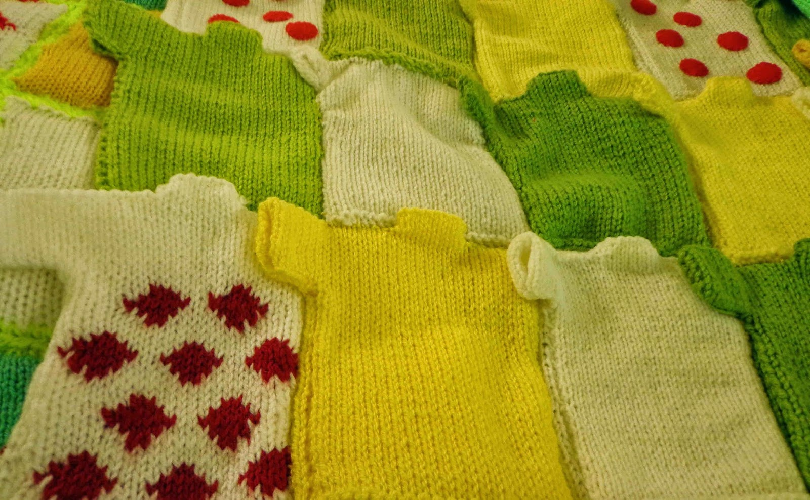 Oxfam Knitting Pattern For Blankets : Hippystitch: Volunteer to make blankets out of mini ...