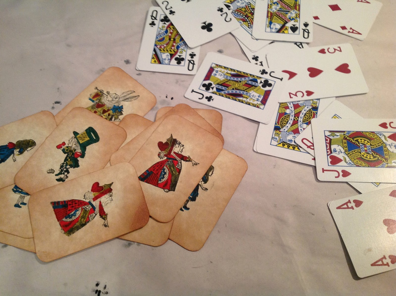 Craft room secrets alice in wonderland diy christmas garland for Alice in wonderland crafts