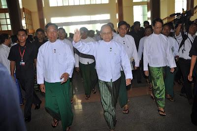 """""""ျပည္သူ႔ဆႏၵနဲ႔မကုိက္ညီသျဖင့္"""" လို႔ ဆိုေနပါလား  (Tu Maung Nyo)"""