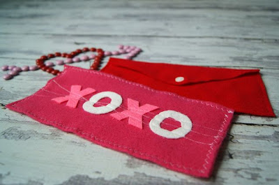DIY Valentine's Day Felt Envelopes