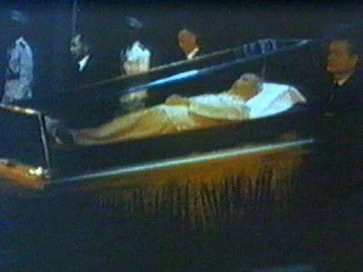 Ho Chi Minh embalsamado