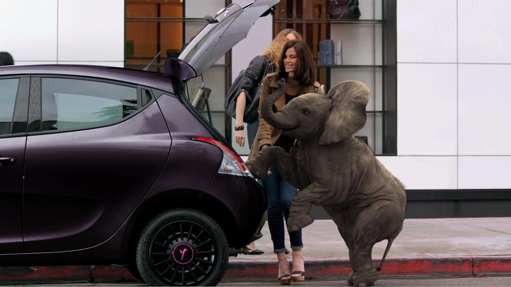 Torino style y elefantino la berlina al femminile for Interno ypsilon elefantino