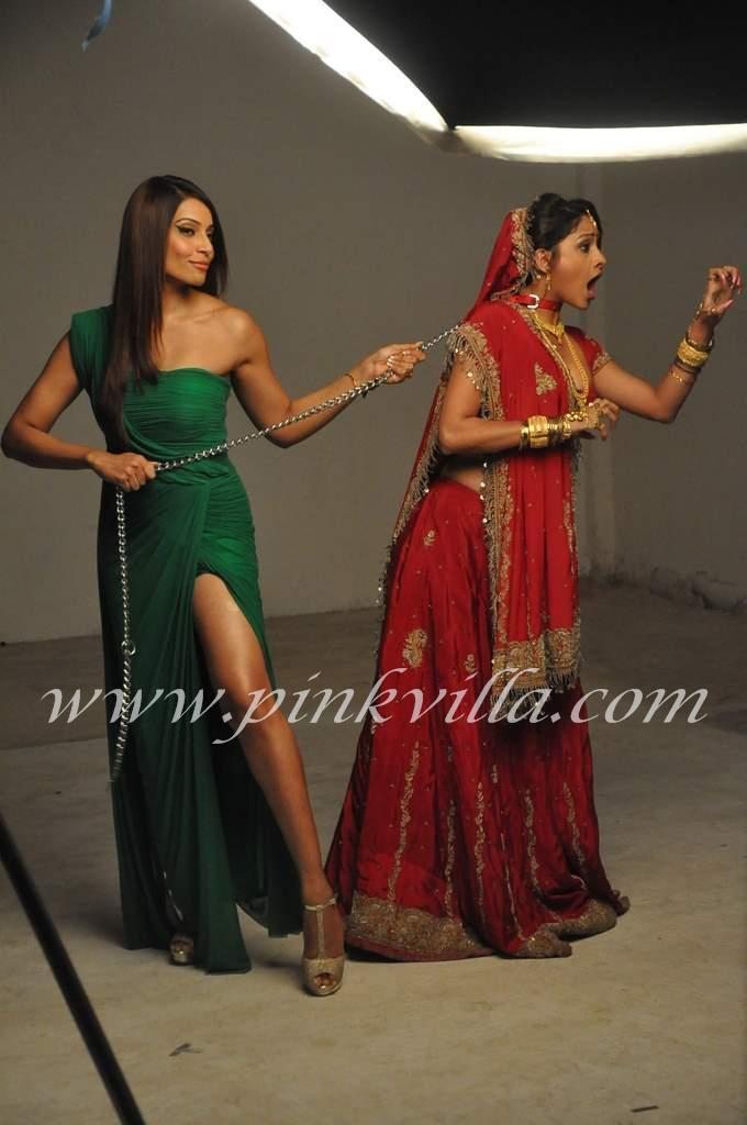 Bipasha Basu in Green gown1 -  Bipasha Basu in Green Hot Gown at a promotional shoot