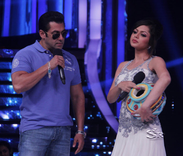 Salman Khan and Drashti Dhami in Jhalak