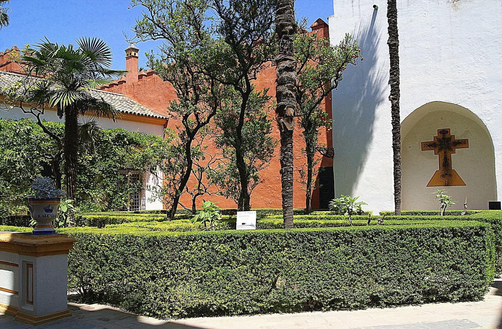 Leyendas de sevilla reales alc zares de sevilla xiv patios interiores apeadero y patio de - Jardines de sevilla ...