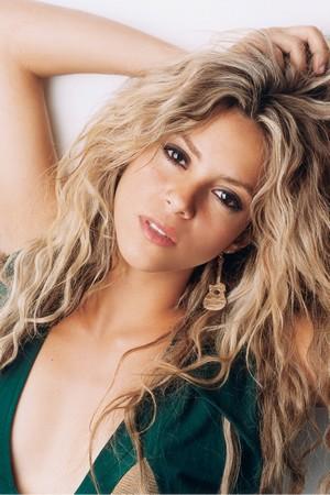 Emo Fashion: Shakira  Shakira