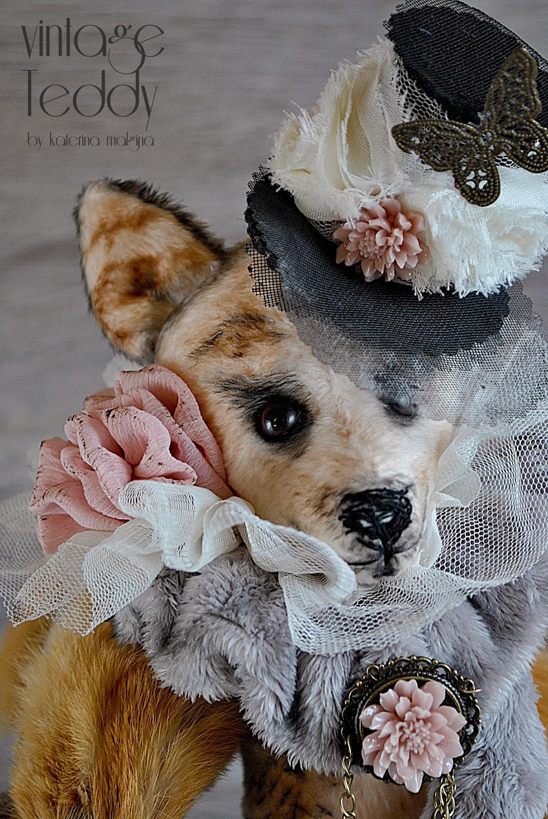 Лиса - Алиса в шляпке и шубке