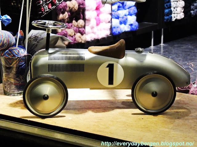 Saturday night mini car show