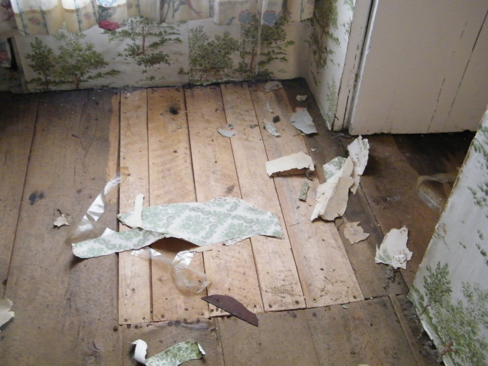 ich blog folklore photo the hole in the floor and