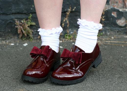 frilly socks, red shoes, bow socks, patent leather shoes, back school, oxford shoes with frilly socks