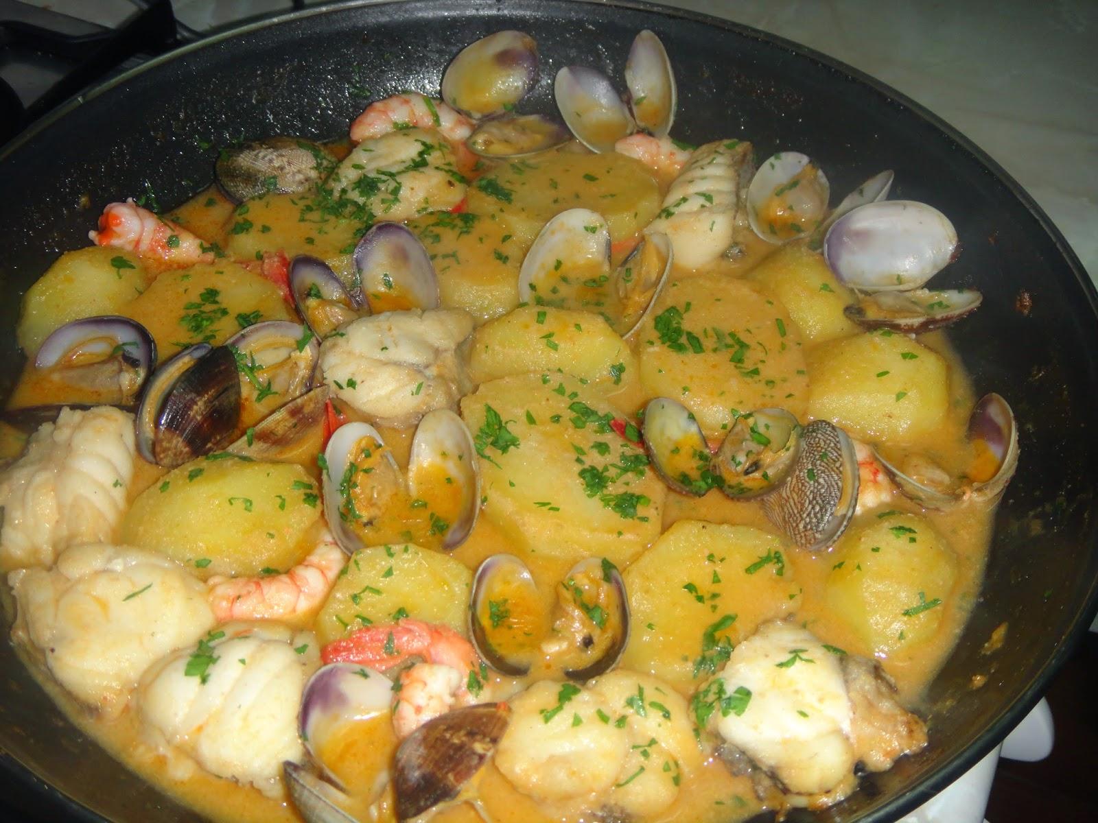 La cocina de paco garcia cazuela de rape con gambas y almejas - Cocina con paco ...