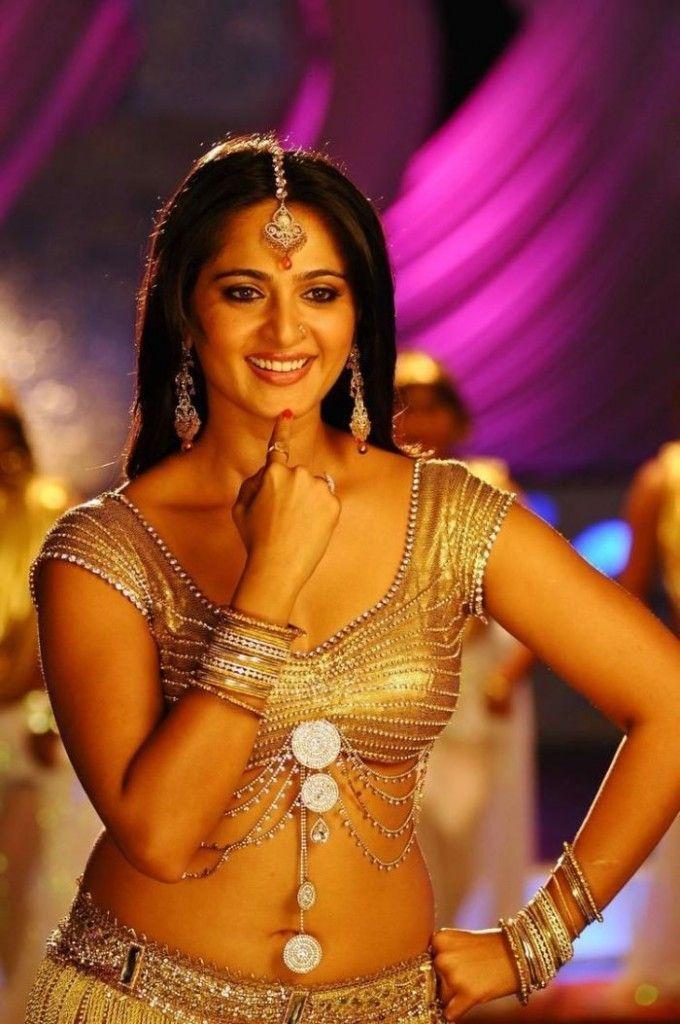Female Armpit Pictures: Anushka Sharma