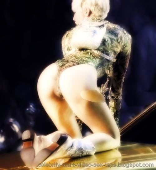 saggy boobs girl naked