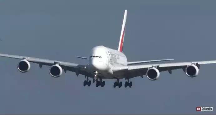 Η προσγείωση ενός Airbus εν μέσω του τυφώνα (ΒΙΝΤΕΟ)