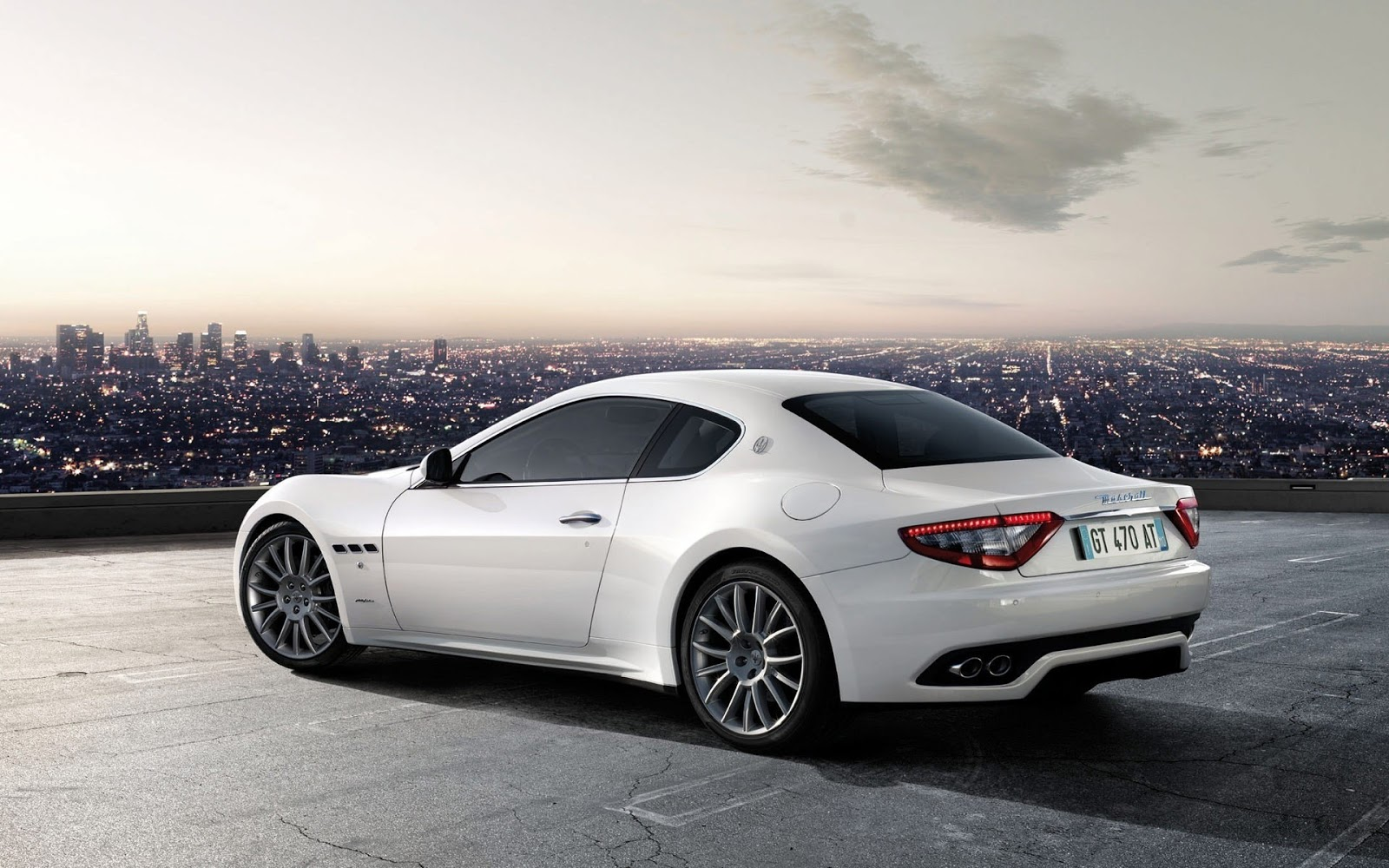 http://3.bp.blogspot.com/-Am48ds1eJiA/UQQN1ftBkXI/AAAAAAAAAso/lmR0fwutOtQ/s1600/Maserati+Granturismo+S+Auto+Wallpaper.jpg